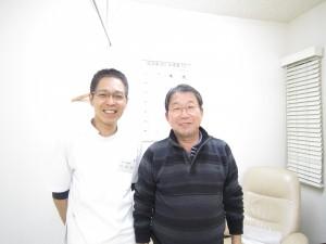 へバーデン結節の鍼灸で良くなった人と院長の写真